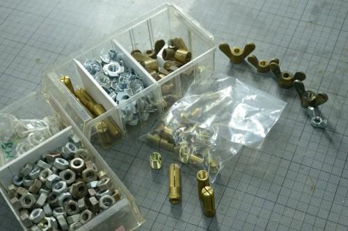 Écrous, papillons, inserts pour bois, pour métal, chevilles weco, ça manque d'écrou borgne.