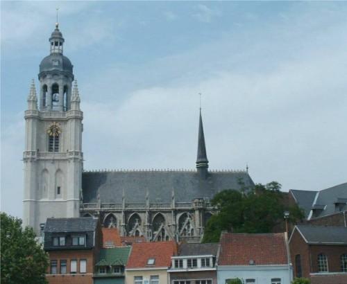 Halle-basilique_saint_martin