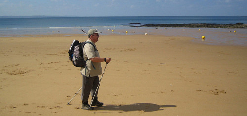 """Votre serviteur """"bâtonnant"""" sur une plage bretonne"""