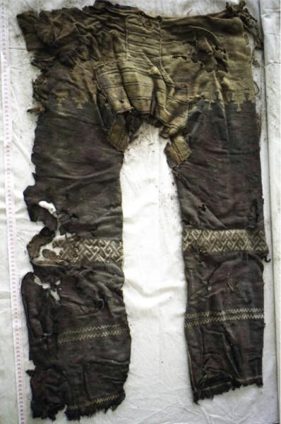 plus-vieux-pantalon-01-531x800
