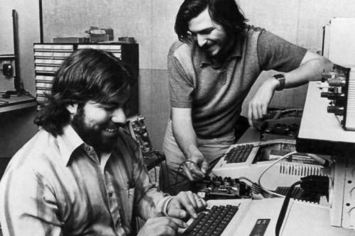 steve-jobs-and-wozniak-1977_728x485