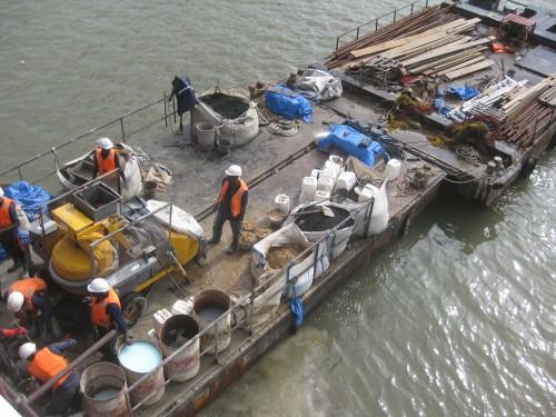 7 Deux barges