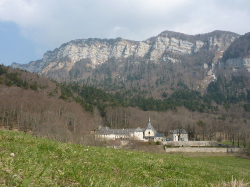 1280px-Fr_Voreppe_Abbaye_de_Chalais_at_spring